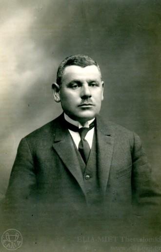 Ο Νικόλαος Παπάζογλου